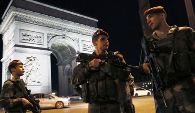 Paris attack : Gunman identified