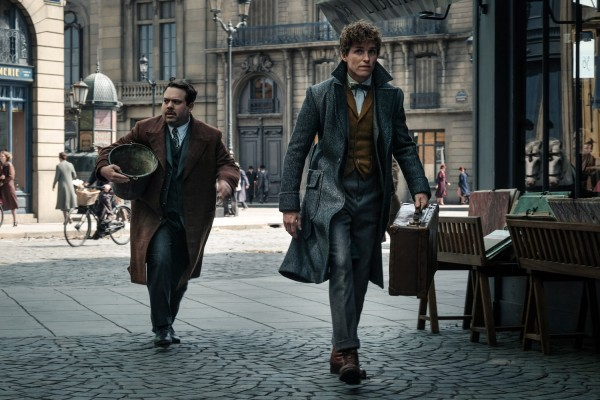 fantastic beasts the crimes of grindelwald newt jacob 600x400