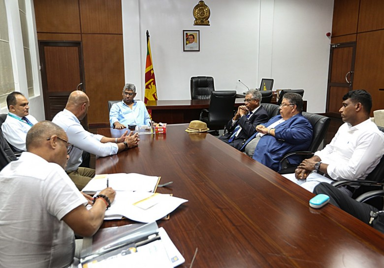 Hon. Minister meets with the previous selection panel 780x544