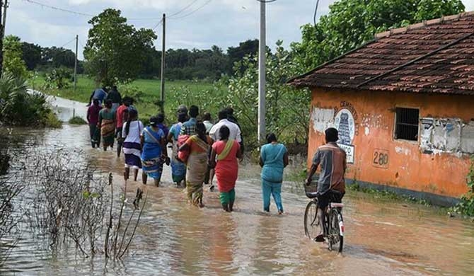 Floods in North-100,000 affected!
