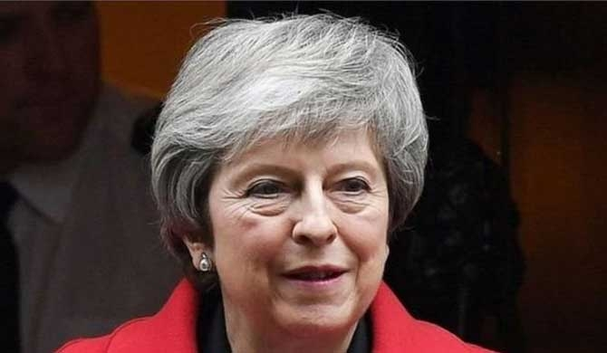 May survives no-confidence vote