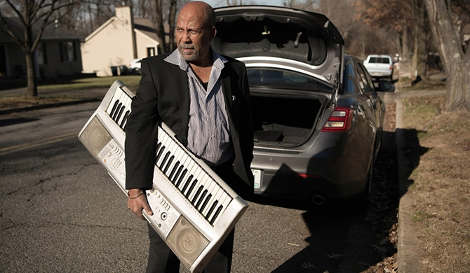 The music legend who drives a taxi (Video)