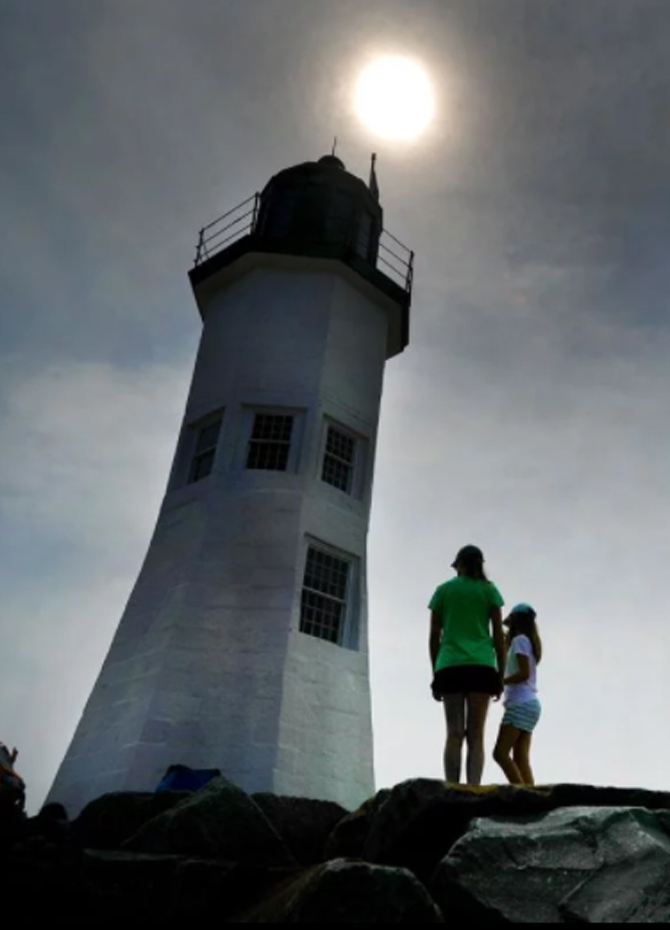 US wowed by solar eclipse