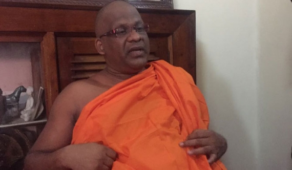 Gnanasara Thera in fast at Malwatu Maha Viharaya