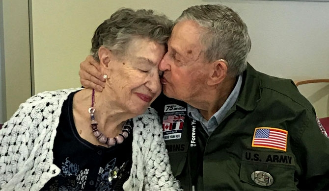 Lovers reunited 75 years on from WW2 (Video)