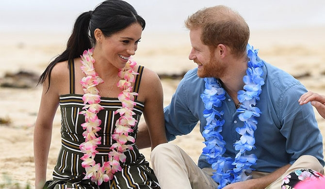 Harry - Meghan adds colour to Bondi Beach (Pics)