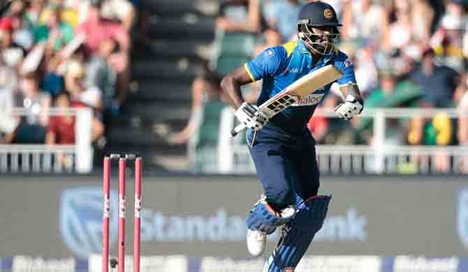 Limping Mathews seals first SL win on tour