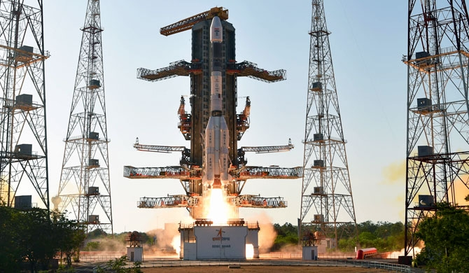 India's lunar mission halted