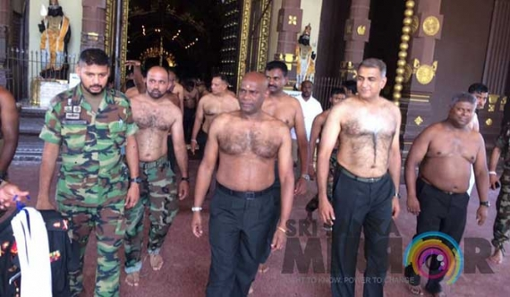 Army Chief at Nallur Kovil (Pics)