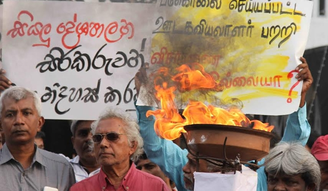 Maithri-Ranil afraid of fascists (pics)