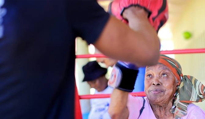 South Africa's boxing grannies (video)