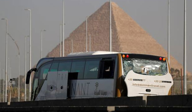 Blast injures tourists in Giza
