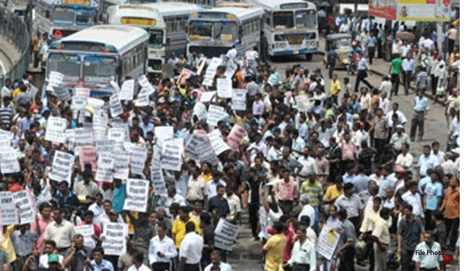 Protest blocks Colombo-Avissawella Road