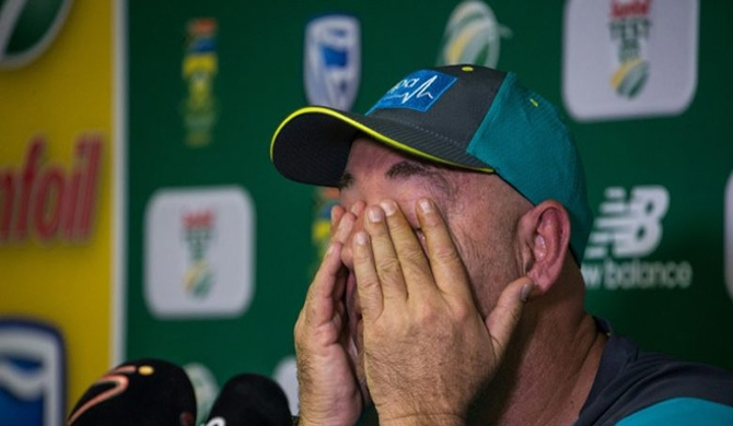 Tearful Aussie coach quits (Video)