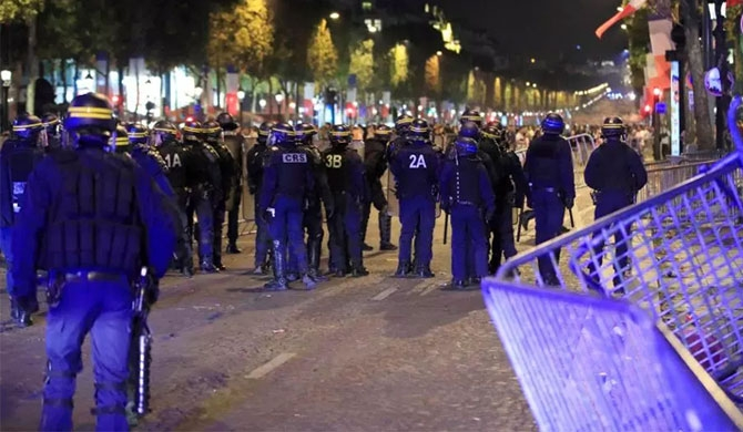 French football fans teargassed (Video)