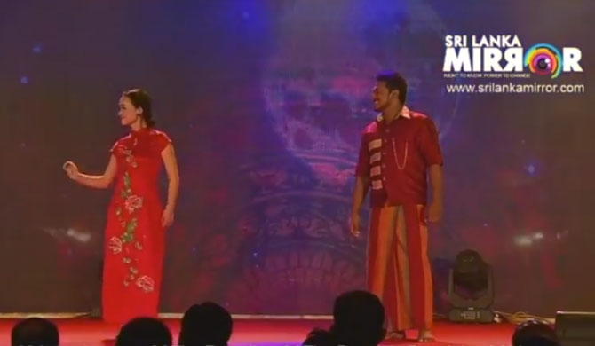 Chinese girl performs with Ranwala Balakaya (video)