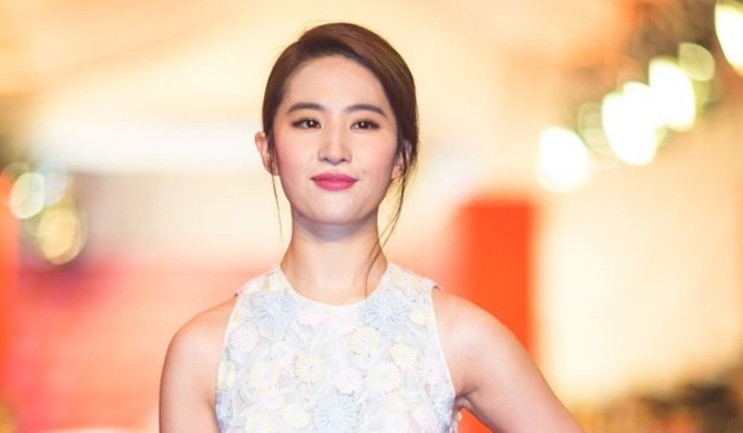 Chinese actress cast as Mulan