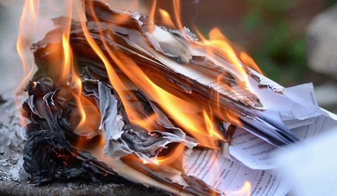 Constitution Interim Report torched at Central Provincial Council