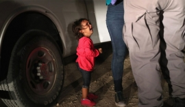 Trump reverses migrant separation policy