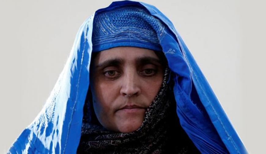 Afghan 'green-eyed girl': Pakistan deports Sharbat Gula