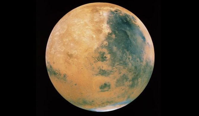 Liquid water 'lake' revealed on Mars