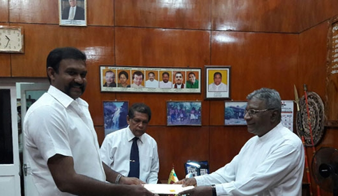 Chamara's chair to Senthil Thondaman