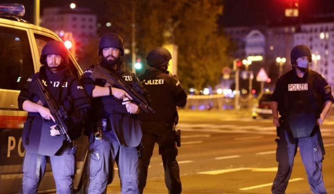 Vienna shooting: Gunman hunted after deadly 'terror' attack