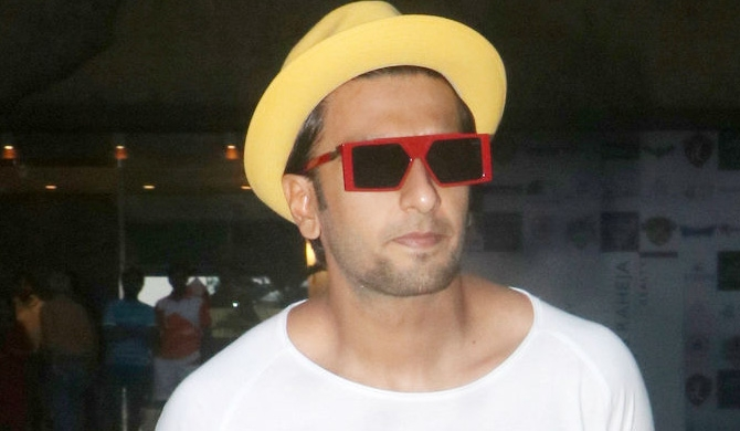 Ranveer dons skirt for Women's Day (Pics)