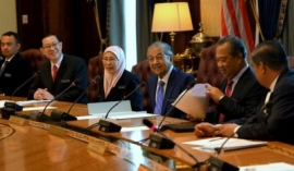 Malaysian cabinet agrees to 10% pay cut