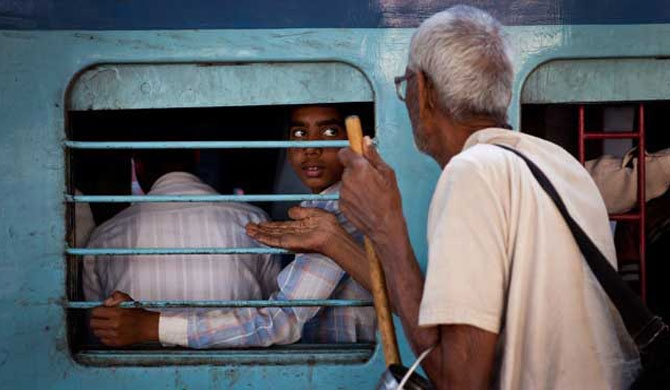 Begging, hawking to be banned in trains